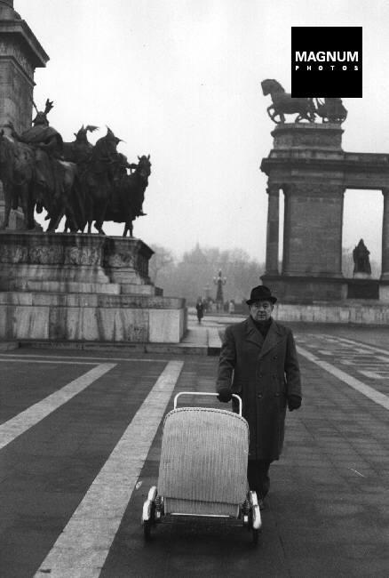 Fotó: Henri Cartier-Bresson: Budapest, Hősök tere, 1964 © Henri Cartier-Bresson//Magnum Photos