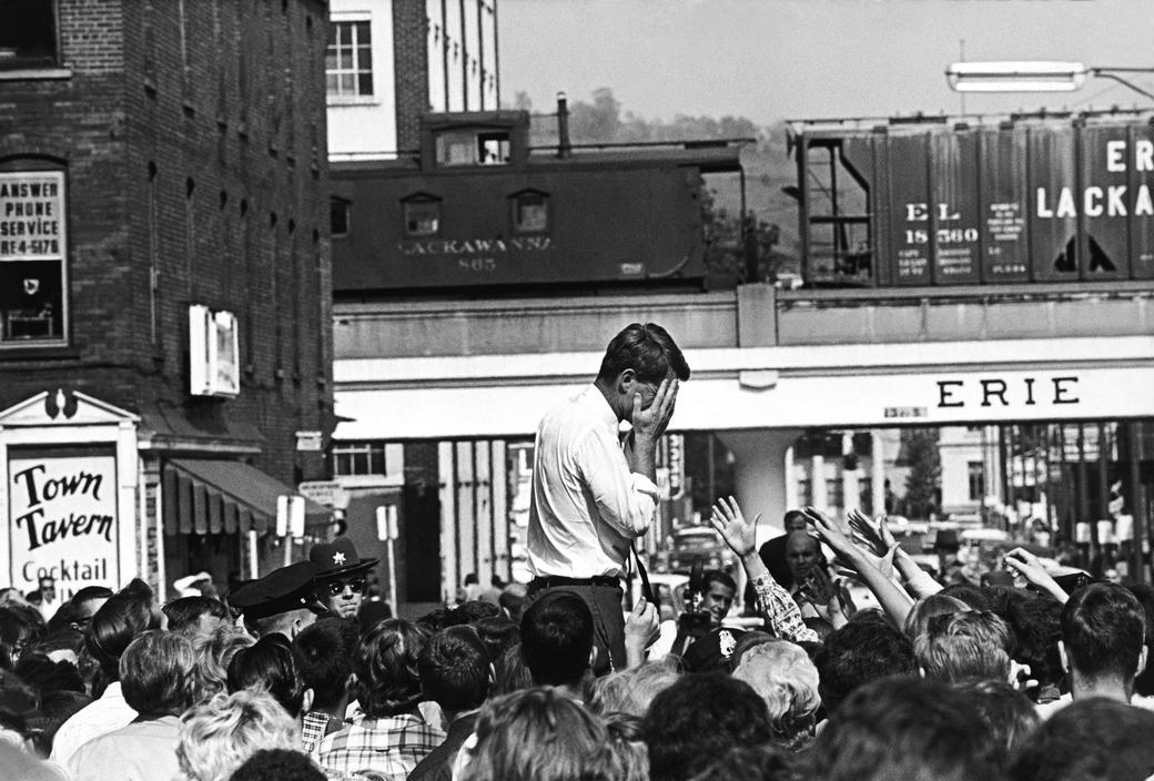 USA. 1964. Buffalo, New York. Robert F. KENNEDY campaigning for the Senate..jpg