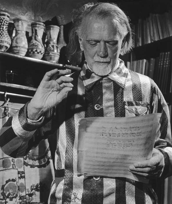 Fotó: Gink Károly: Kodály Zoltán kottát olvas otthonában. 1962 © Magyar Fotográfiai Múzeum