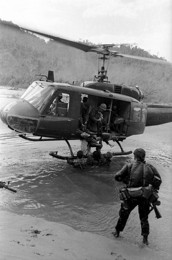 Fotó: Kondor László: Arkansas mélységi felderítő egység kivonása golyózáporban, 1970