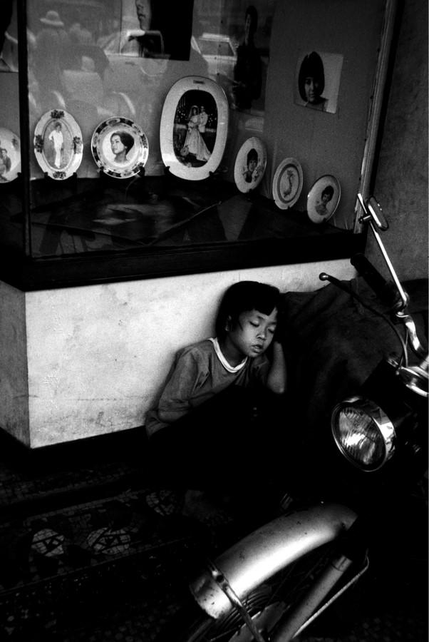 Fotó: Kondor László: Árva Saigonban, 1970