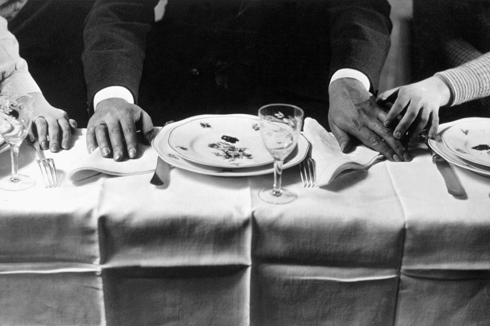 Fotó: Pécsi József: Terített asztal, 1930 k. Brómezüst zselatin © Magyar Fotográfiai Múzeum