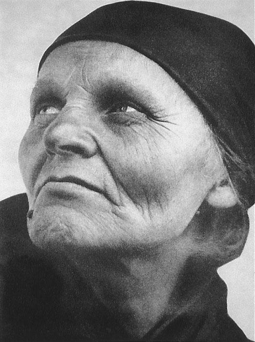 Fotó: Sugár Kata: Szabó Miklósné / Proletárasszony. Hollókõ, 1938 © Magyar Fotográfiai Múzeum