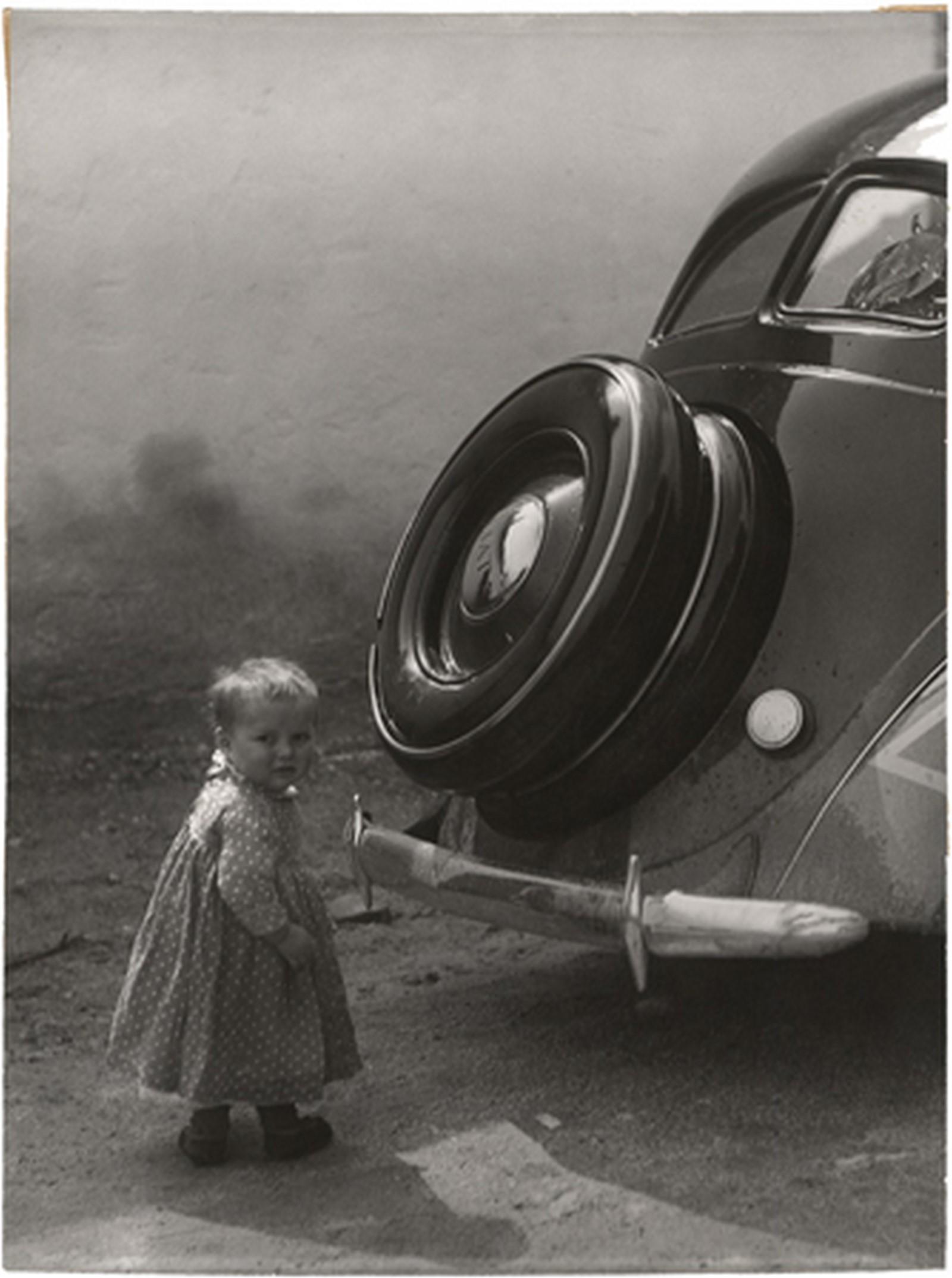 Fotó: Vadas Ernő: Ez meg mi?, 1940 © Magyar Fotográfiai Múzeum