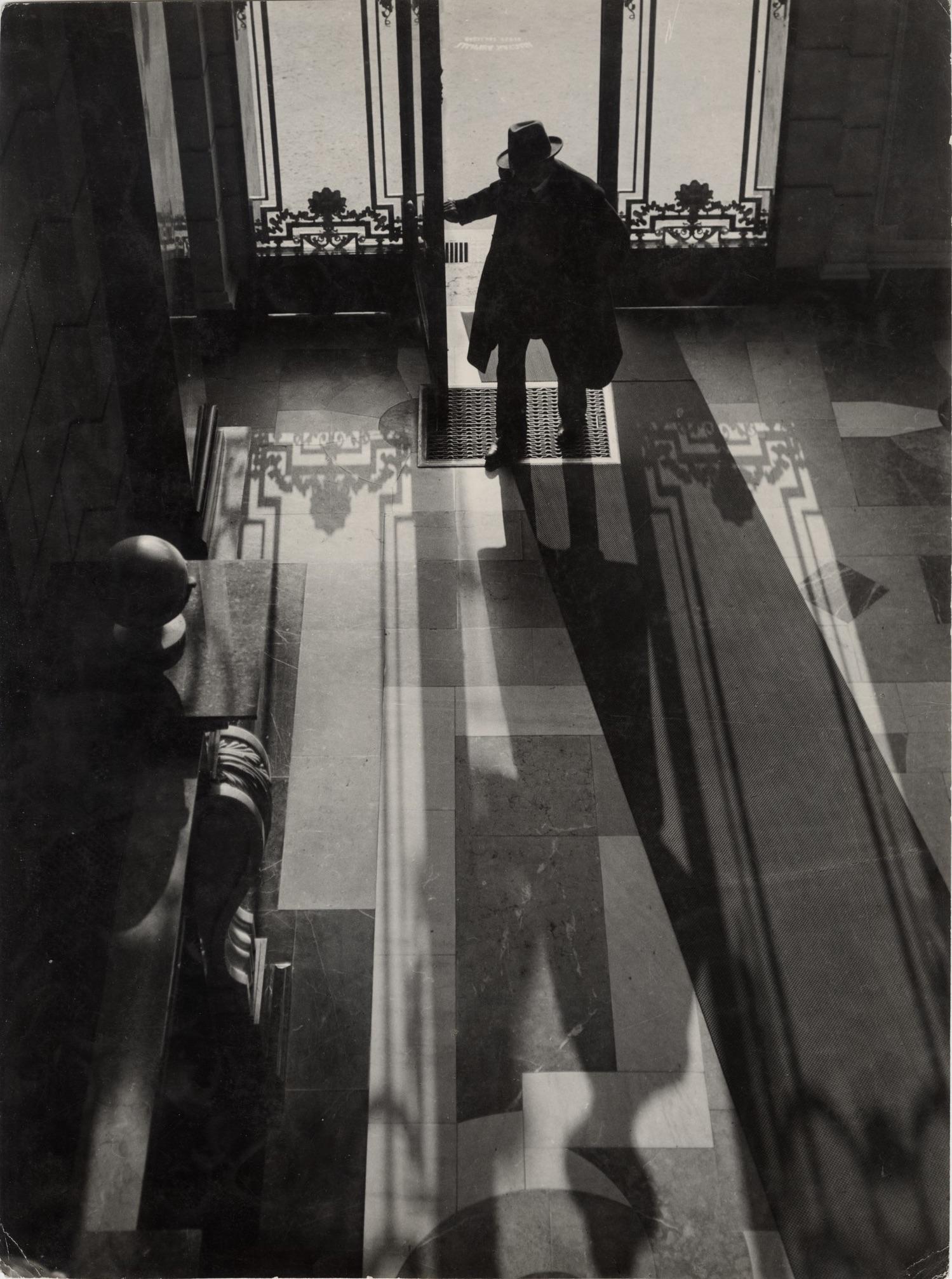 Fotó: Vadas Ernő: Előcsarnokban, 1930 © Magyar Fotográfiai Múzeum