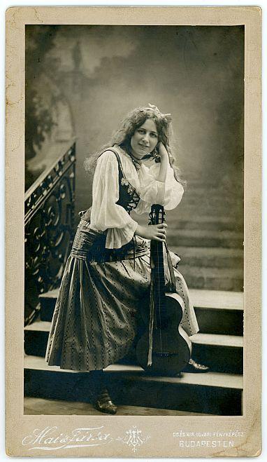 ciganylany-jelmezben-1903-korul.jpg