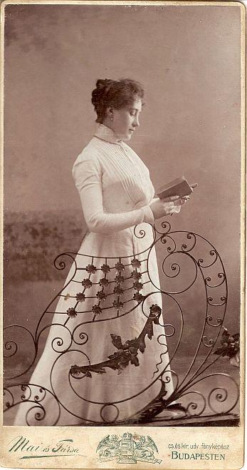 olvaso-no-1900-korul.jpg