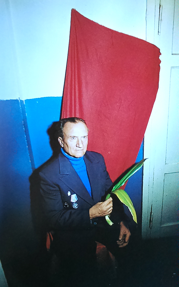 04_cim_nelkul_piros_sorozat_harkov_ukrajna_1968-_75.jpg