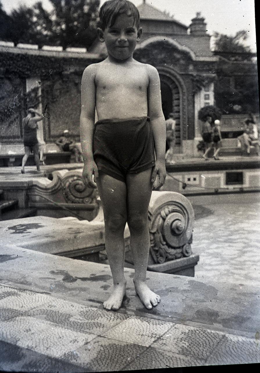 Fotó: Pusztai Sándor: Ismeretlen fürdővendég, 456 © Pusztai Sándor örökösei - FSZEK Budapest Gyűjtemény