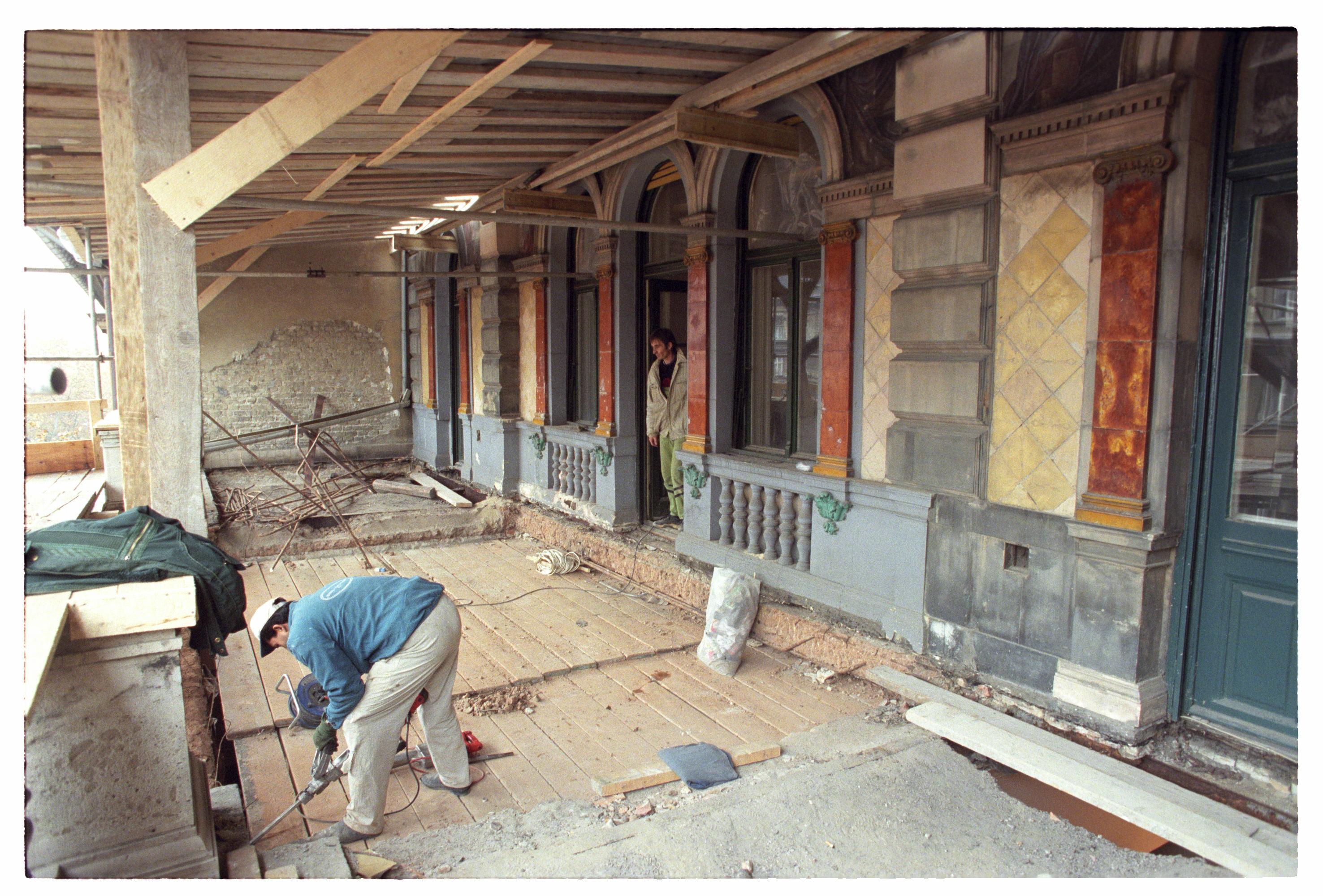 A terasz rekonstrukciója, 1990-es évek vége<br />Fotó: Bánkuti András