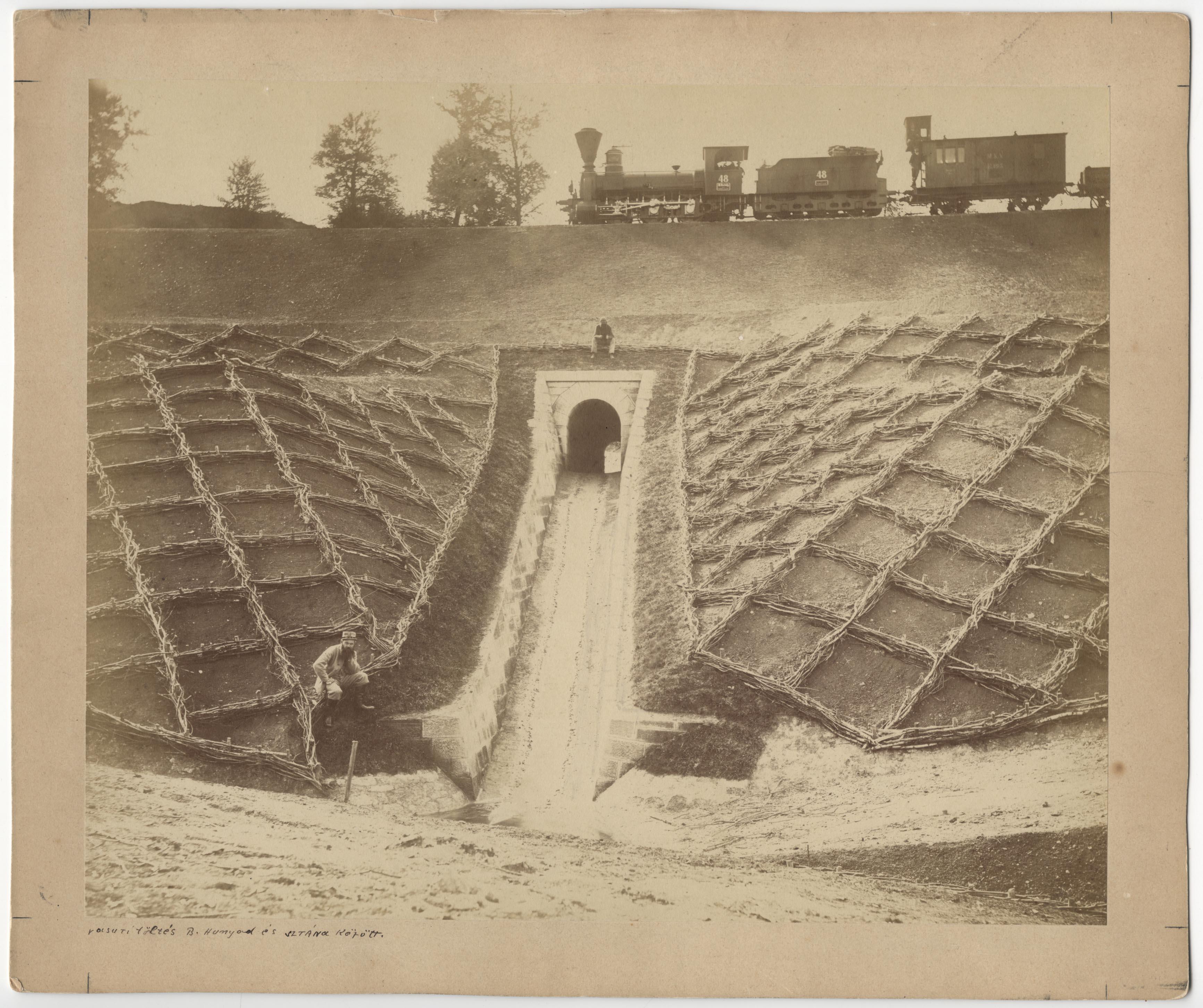 Fotó: Vasúti töltés Bánffyhunyad és Sztána között, ca. 1869 © Veress Ferenc / Magyar Fotográfiai Múzeum