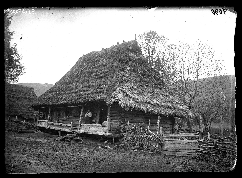 Fotó: Rutén ház<br />Jankó János felvétele<br />Verecke, 1895<br />Néprajzi Múzeum, F 512<br />