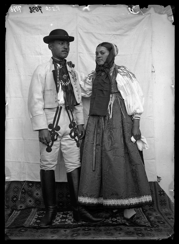 Fotó: Bolgár házaspár<br />Jankó János felvétele<br />Vinga, 1894<br />Néprajzi Múzeum, F 520<br />