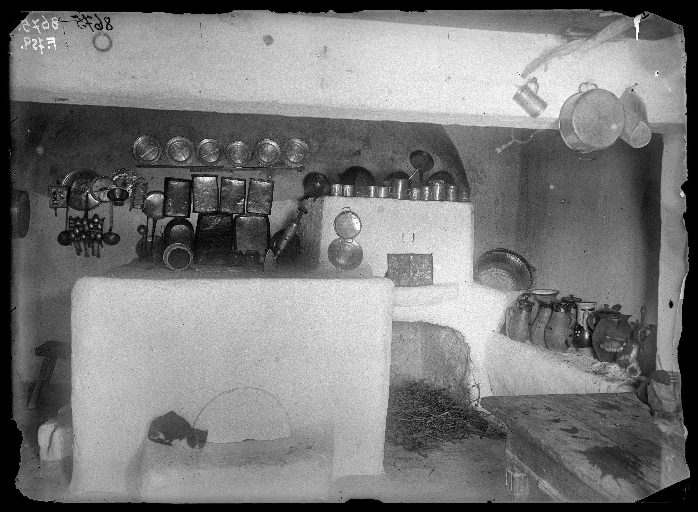 Fotó: Konyha<br />Jankó János felvétele<br />Kővágóörs, 1894<br />Néprajzi Múzeum, F 759<br />