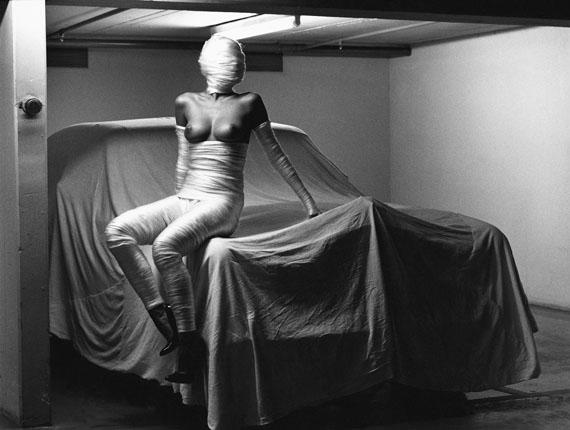 Fotó: Helmut Newton: In my garage, Monte Carlo, 1986 © Helmut Newton Estate