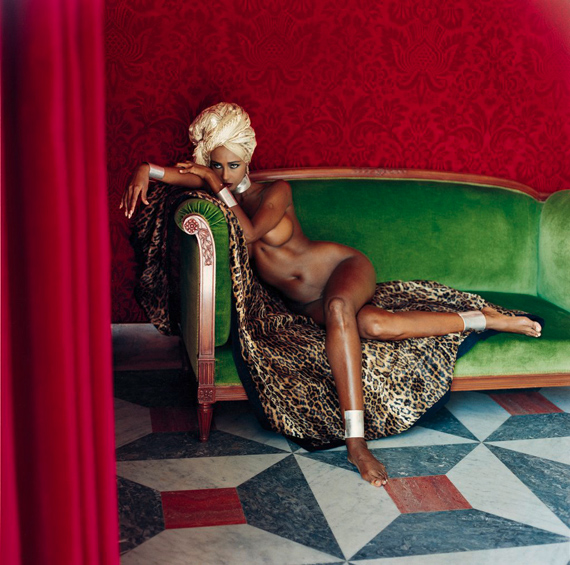 Fotó: Helmut Newton: Iman, American Vogue, Hotel Negresco, Nice, 1989 © Helmut Newton Estate