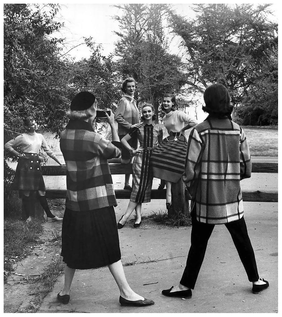 fall-fashions-photo-by-nina-leen-1952.jpg