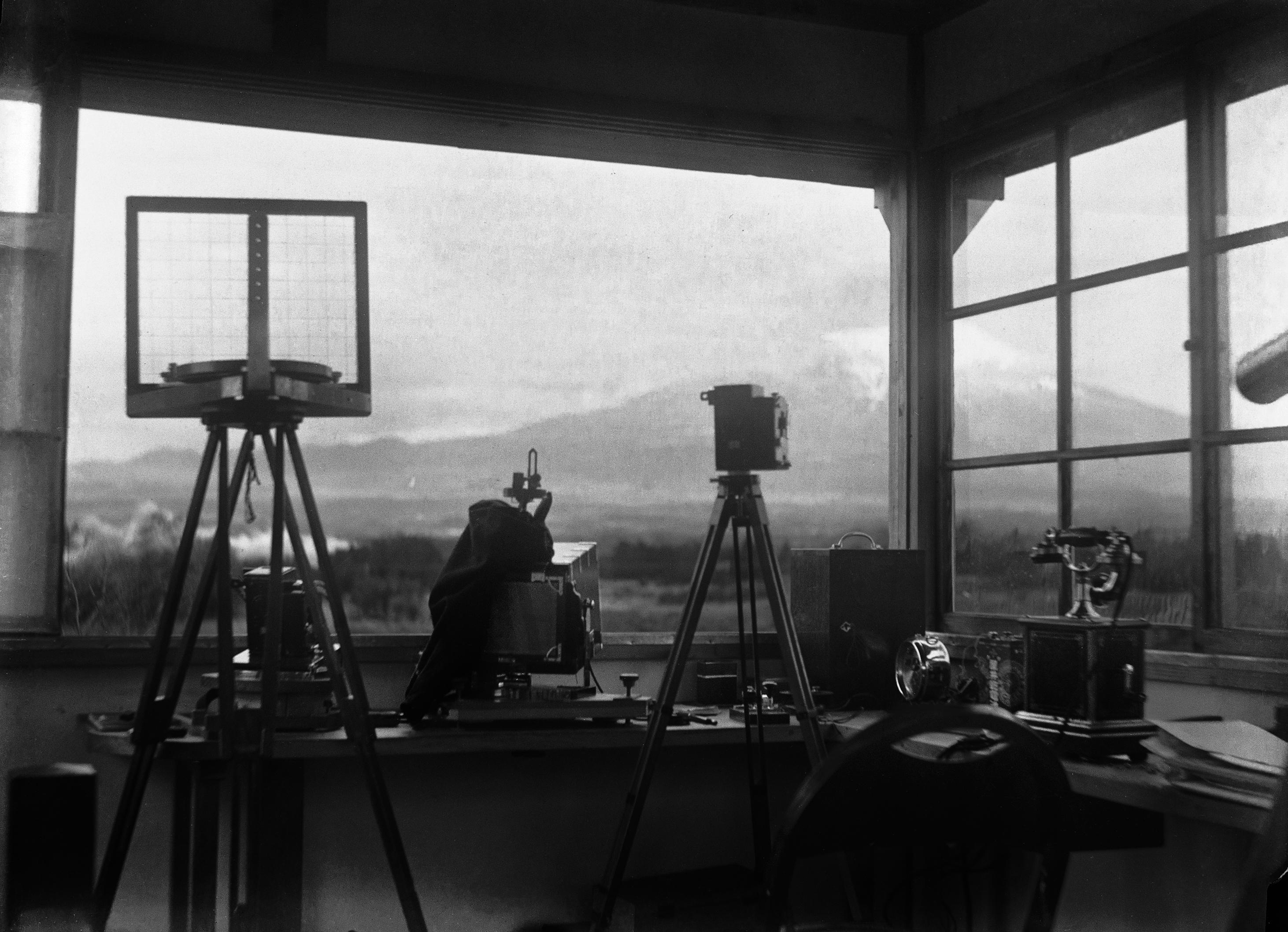 A Fudzsi látványa Masanao Abe obszervatóriumából, az 1930-as években.