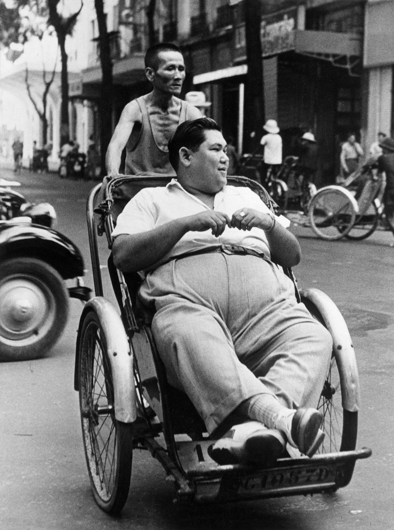 Fotó: Paul Almásy: Saigoni riksás, 1950, 18 x 24 cm, zselatinos ezüst, Magyar Fotográfiai Múzeum
