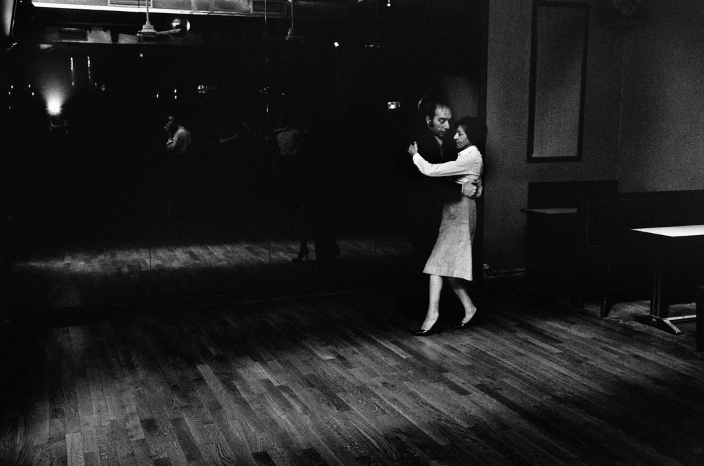 Fotó: Peter Turnley: Le Tango, rue au Maire, 1975 © Peter Turnley