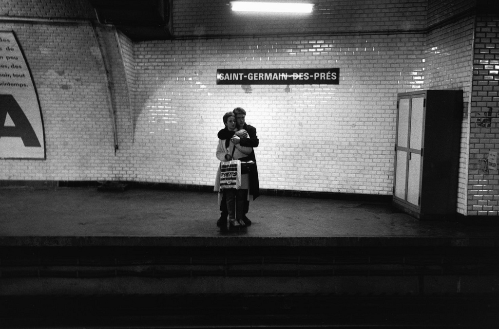 Fotó: Peter Turnley: Métro Saint-Germain-des-Prés, 1982 © Peter Turnley