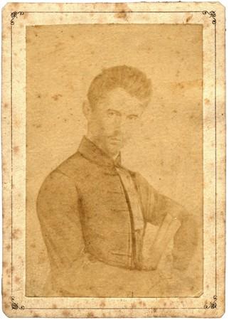 Fotó: A Petőfi-dagerrotípiáról Klösz György fényképész által készített, retusált sokszorosító lemez albuminmásolata vizitkártyán (1879) <br />(forrás: wikipedia)