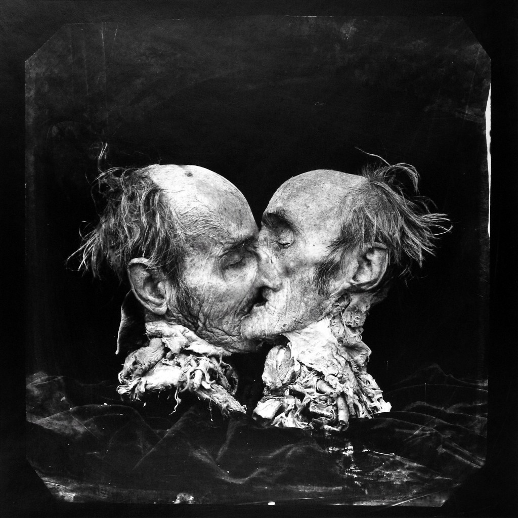 """Fotó: Joel-Peter Witkin: """"A csók, (Le Basier), New Mexico,"""" 1982 © Courtesy of Marianne Boesky Gallery and Silverstein Gallery"""