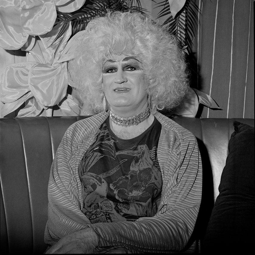 Fotó: Polixeni Papapetrou: Dulcie du Jour at Trish's Cafe, Melbourne, 1988 © Polixeni Papapetrou