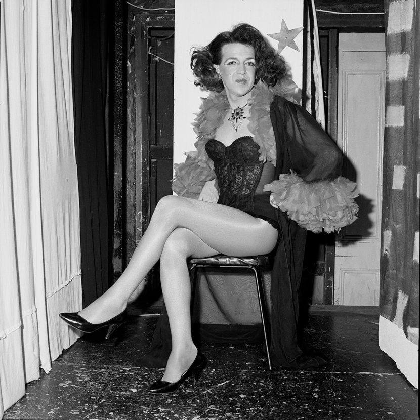 Fotó: Polixeni Papapetrou: Pearl at Trish's Cafe Melbourne, 1992 © Polixeni Papapetrou