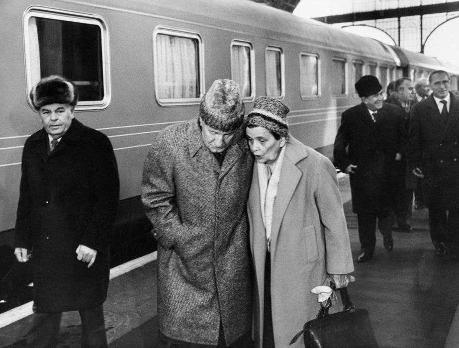 Fotó: Rédei Ferenc:  Kádár János hazaérkezik az NDK-ból, 1983 © Rédei Ferenc