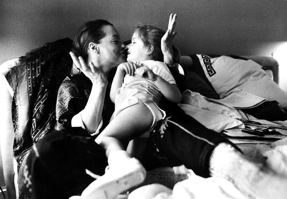 Fotó: Robert Lebeck: Romy Schneide és lánya, 1981 © Robert Lebeck