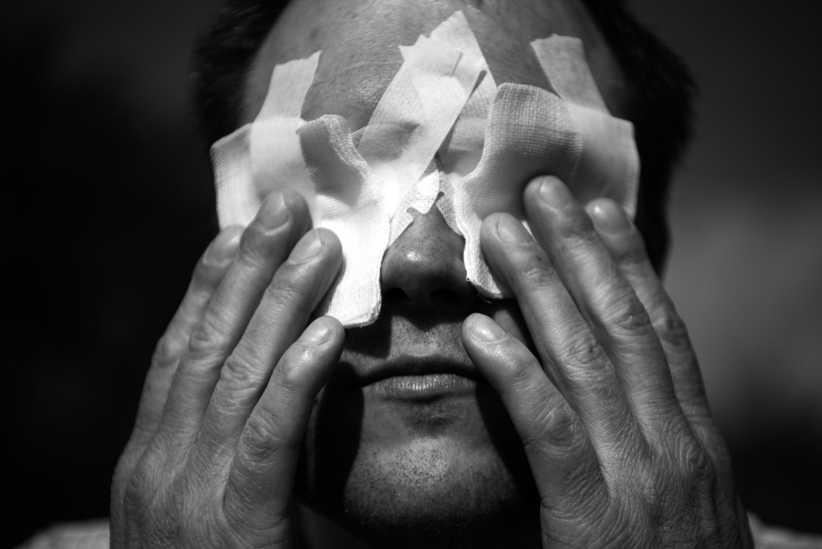 Sport (sorozat)<br />2. díj: Varga Dzsenifer (szabadfoglalkozású): Vakfoci<br /><br />Fotó: Minden mezőnyjátékosnak le kell takarni a szemét, mert néhányuknak lehet annyi látásmaradványa, ami segíti őket a tájékozódásban.