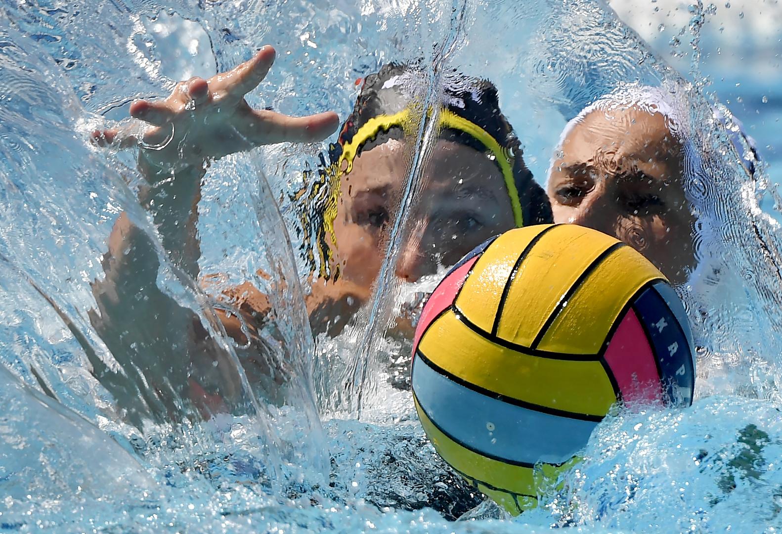 Sport (egyedi)<br />3. díj: Illyés Tibor (MTI/MTVA): Vízfüggöny mögött<br /><br />Fotó: Csabai Dóra (j) és a német Sophia Eggert a barcelonai vízilabda Európa-bajnokság női tornájának csoportkörében játszott Magyarország - Németország mérkőzésen 2018. július 21-én.
