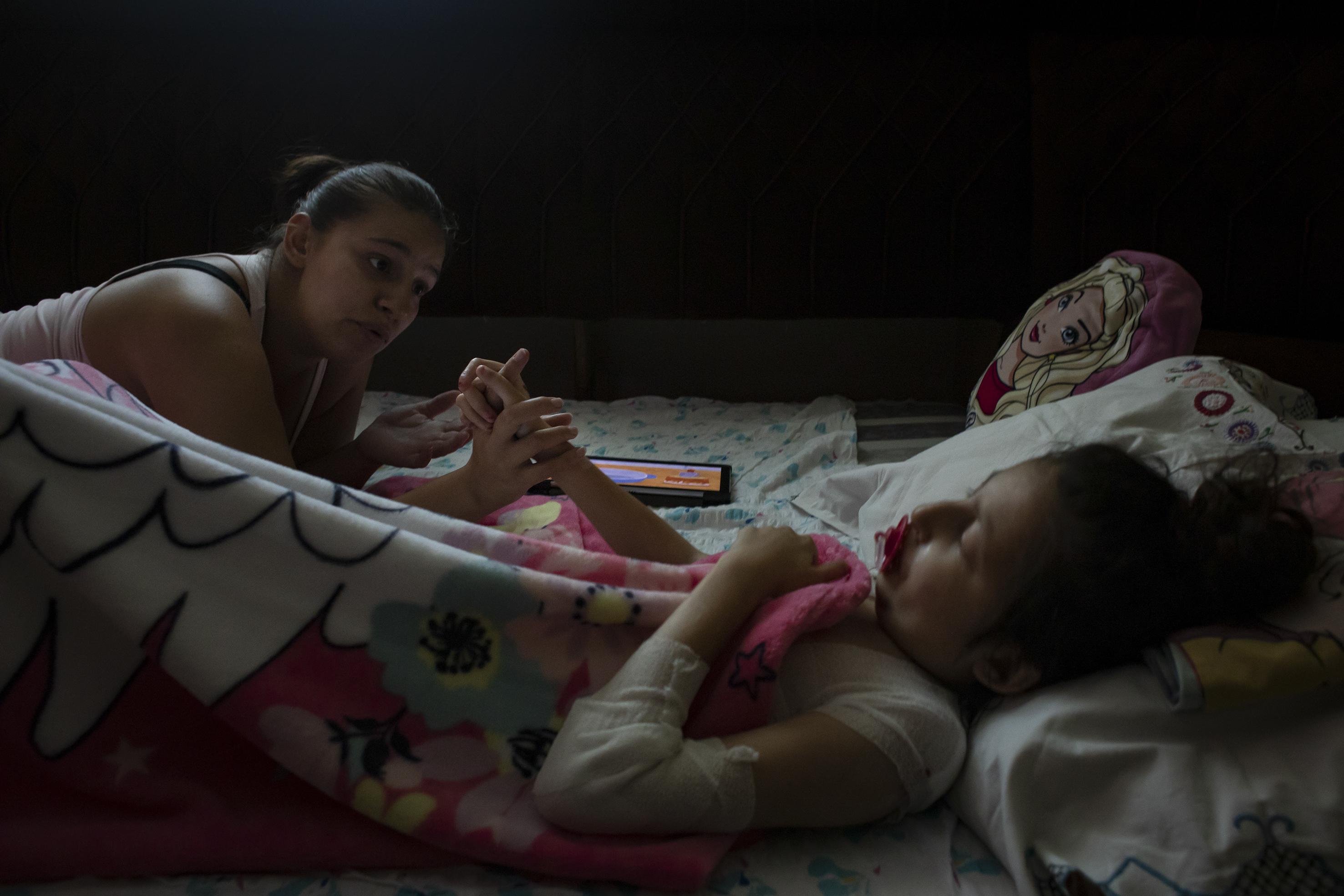 Fotó: Kovács Bea: Bár Miranda a nagymamájával élt, a hosszú, súlyos betegségben eltöltött évek alatt anya és lánya egyre közelebb került egymáshoz.
