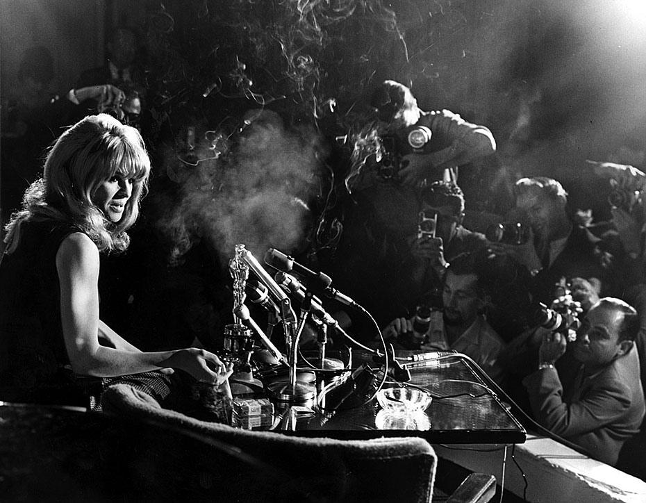 Fotó: Julie Christie a Darling című filmben nyújtott alakításáért kapott Oscar-díj másnapján sajtótájékoztatón vesz részt,  Beverly Hills Hotel, 1966. április 19. © UCLA Library/Los Angeles Times