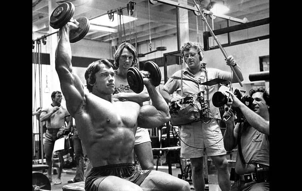 Fotó: Az Arnold Schwarzeneggerről készülő dokumentumfilm forgatása, 1975. november © UCLA Library/Los Angeles Times