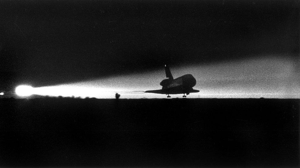 Fotó:  A Columbia űrrepülő landolása, Edwards Air Force Base, Mojave sivatag, 1986. január 18. © UCLA Library/Los Angeles Times
