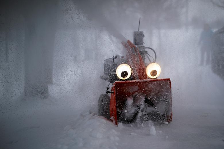 Fotó: Brian Snyder: A 'Chomper' egy félig önvezető, GPS-vezérelt hófúvó - amelyet az MIT kutatómérnöke, Dane Kouttron tervezett és épített - tisztítja a havat egy éjszakai vihar után, Cambridge-ben, Massachusettsben, 2019. február 28-án. REUTERS / Brian Snyder © Reuters