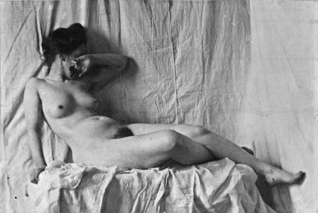 Fotó: Thomas Eakins: Női akt, 1886-1892 között, platinnyomat<br />Hirshhorn Museum and Sculpture Garden, Smithsonian Institution, Washington, DC, Gift of Joseph H. Hirshhorn, 1966<br />