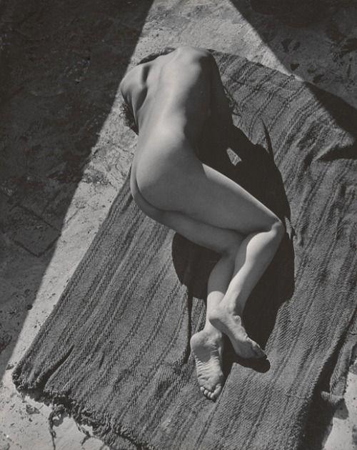 Fotó: Edward Weston: Tina Modotti, Mexico, 1924 © Weston Gallery