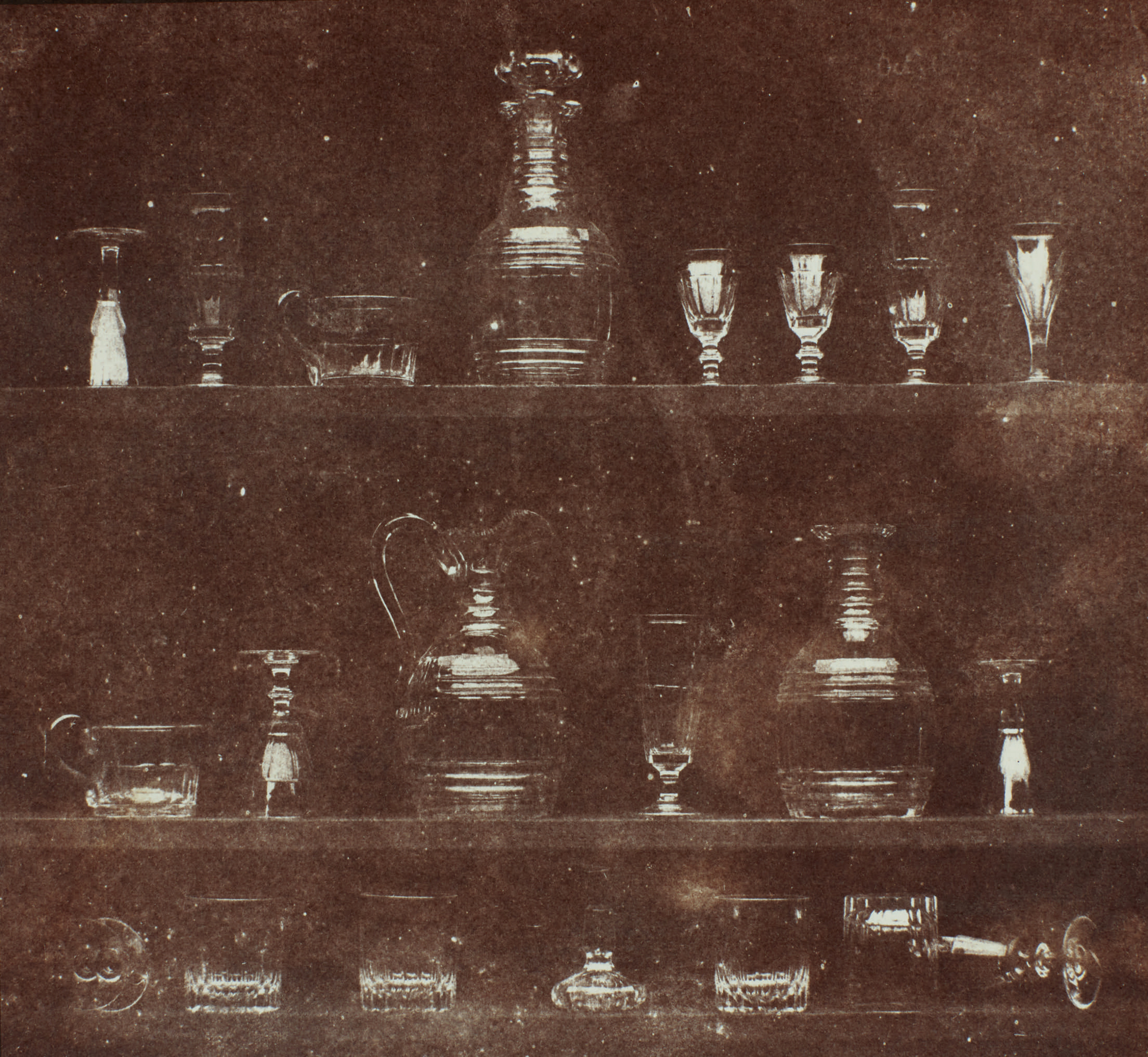 Fotó: William Henry Fox Talbot:<br />Articles of Glass (1844)<br />William Henry Fox Talbot Archive<br />Courtesy of Sotheby's