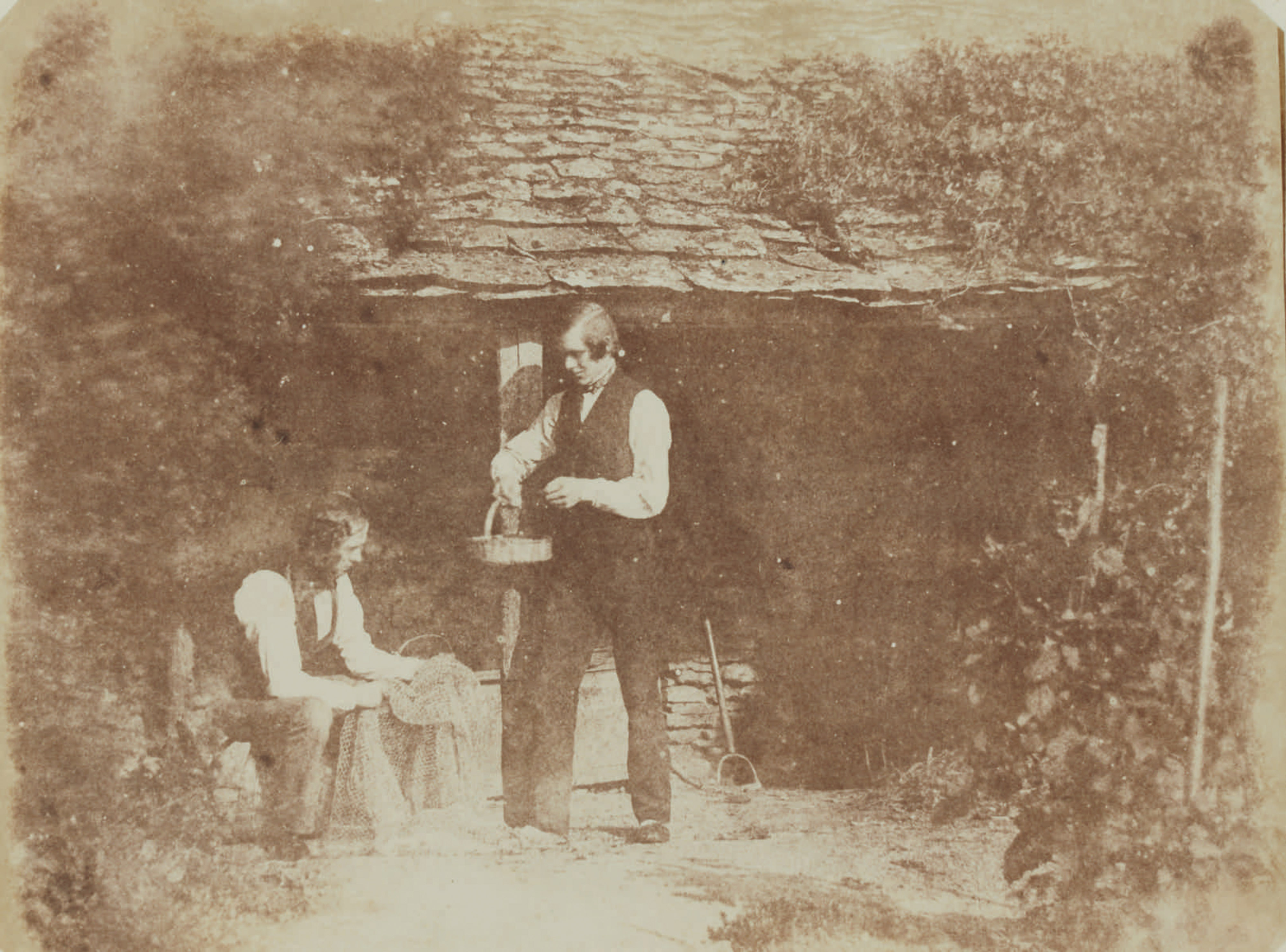 Fotó: William Henry Fox Talbot:<br />d'Apres Nature [Nicolaas Henneman seated with net, and man with basket]<br />William Henry Fox Talbot Archive<br />Courtesy of Sotheby's