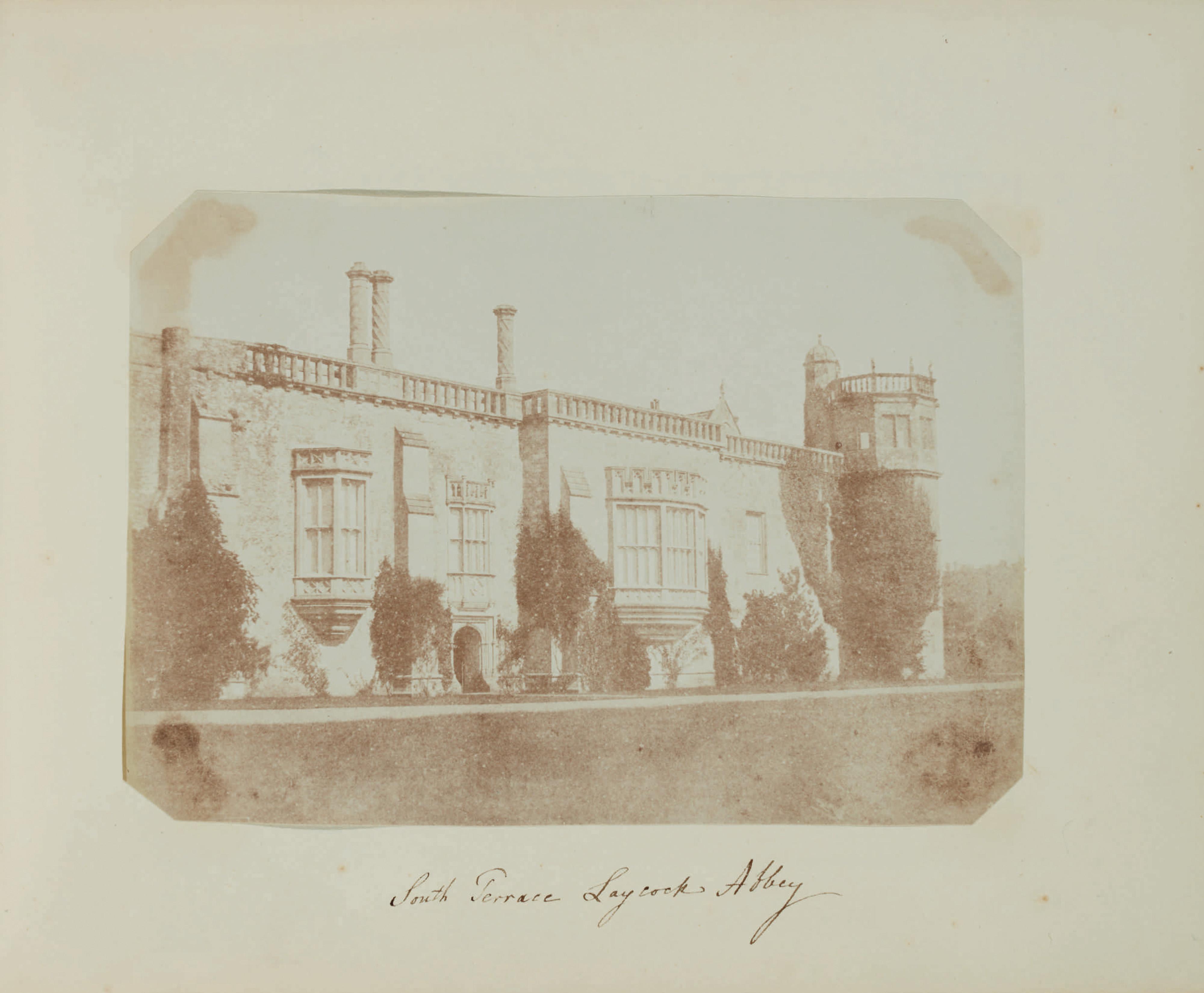 Fotó: William Henry Fox Talbot:<br />South Terrace, Lacock Abbey [towards Sharington's Tower] (c. 1841)<br />William Henry Fox Talbot Archive<br />Courtesy of Sotheby's
