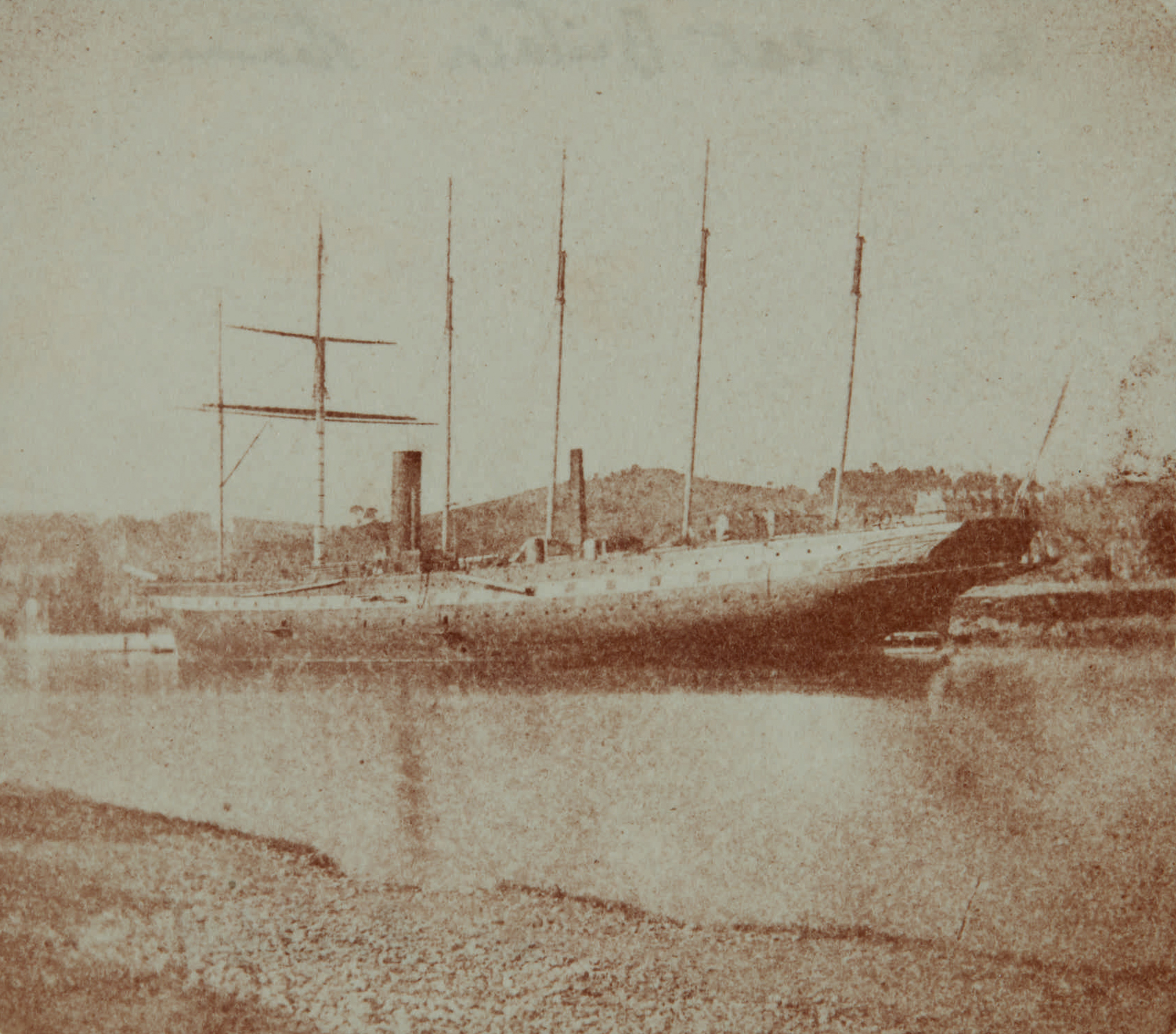 Fotó: William Henry Fox Talbot:<br />The S.S. Great Britain in Dock at low tide, Bristol (1843-45)<br />William Henry Fox Talbot Archive<br />Courtesy of Sotheby's
