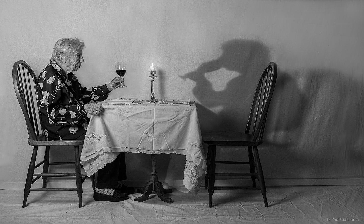Fotó: © Tony Luciani<br /><br />Vacsora.
