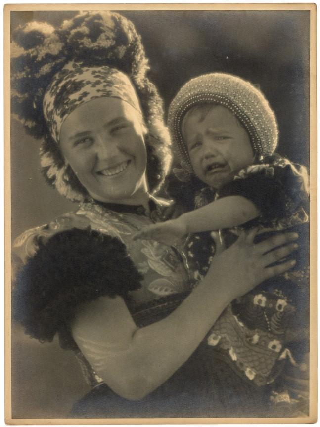 Fotó: Balogh Rudolf: Sírás - nevetés, 1932 © Magyar Fotográfiai Múzeum