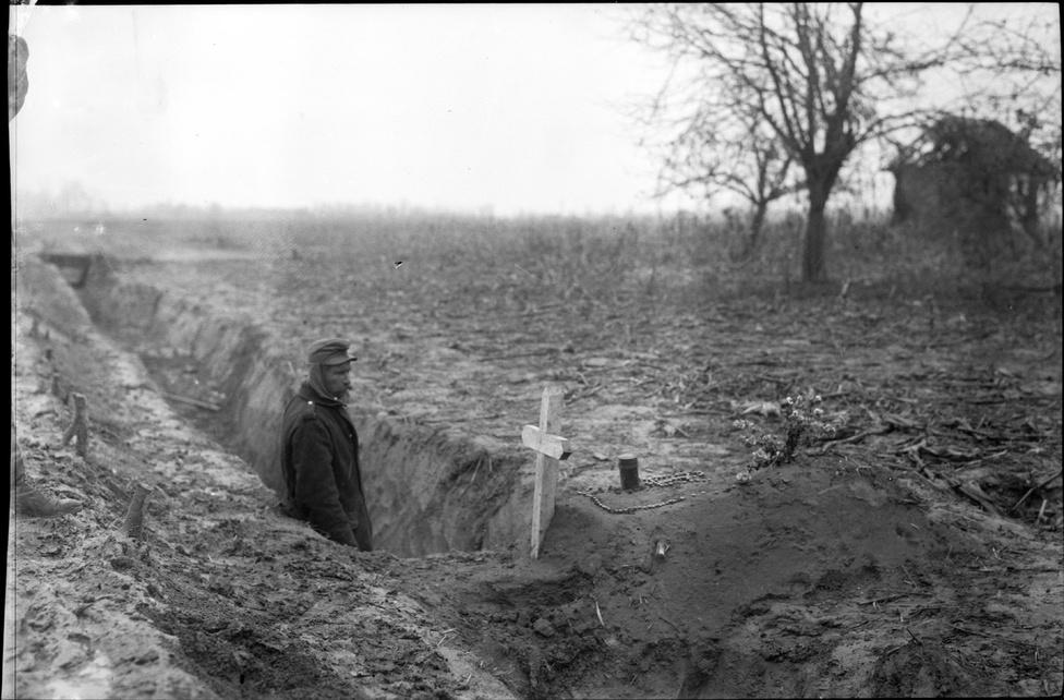 Fotó: Balogh Rudolf: Elhunyt bajtárs sírja, 1914 © Magyar Fotográfiai Múzeum