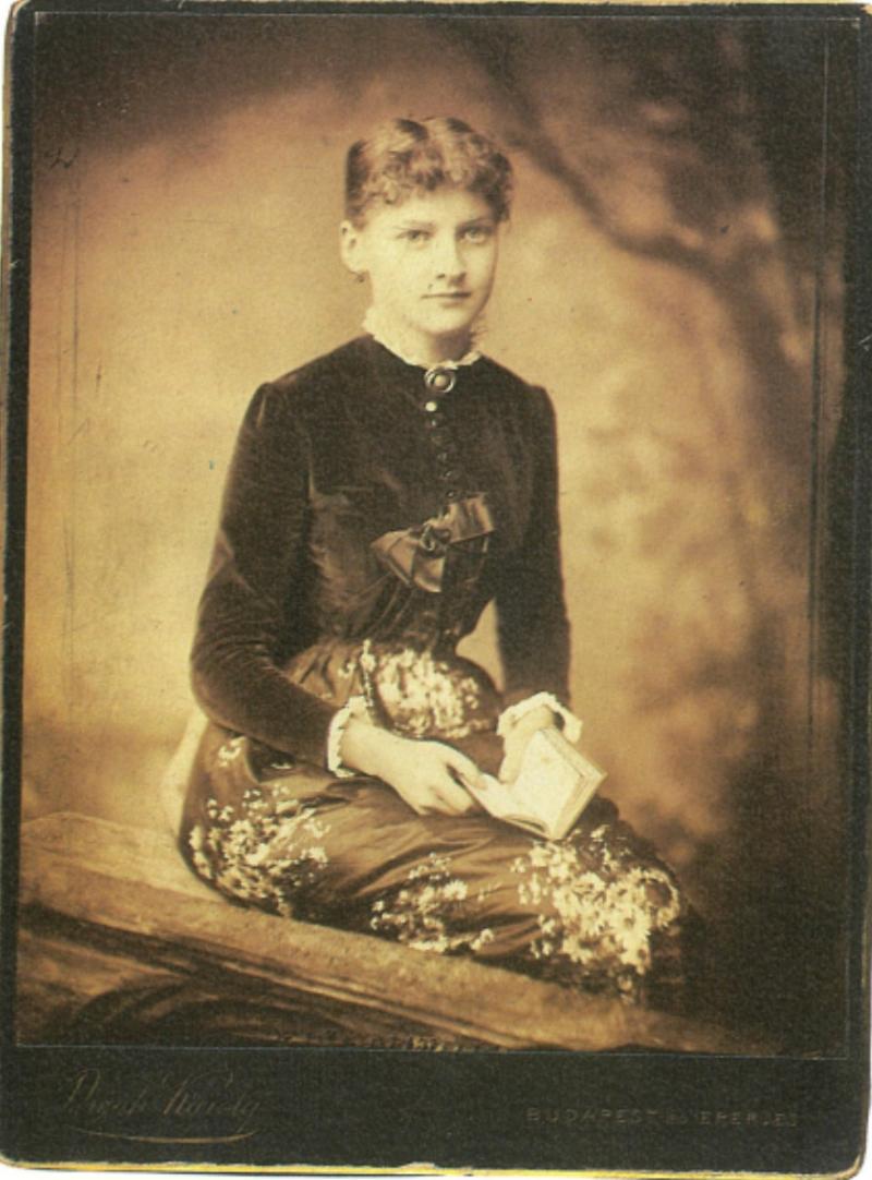 Fotó: ifj. Divald Károly: Kiss Paula, ifj. Divald Károly felesége, 1890 k.