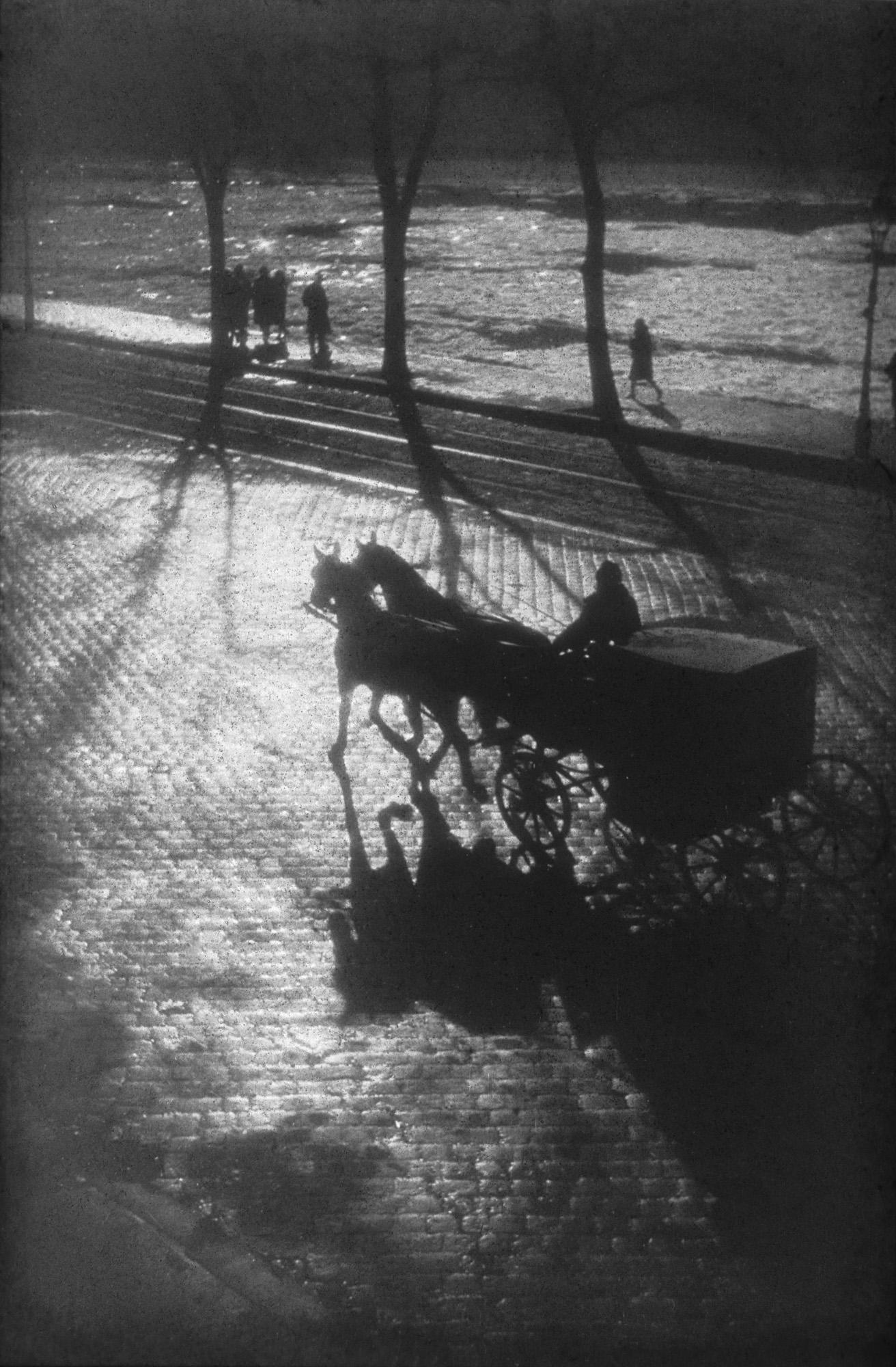 Fotó: Dulovits Jenő: Az utolsó konflis Pesten, 1937 © Magyar Fotográfiai Múzeum