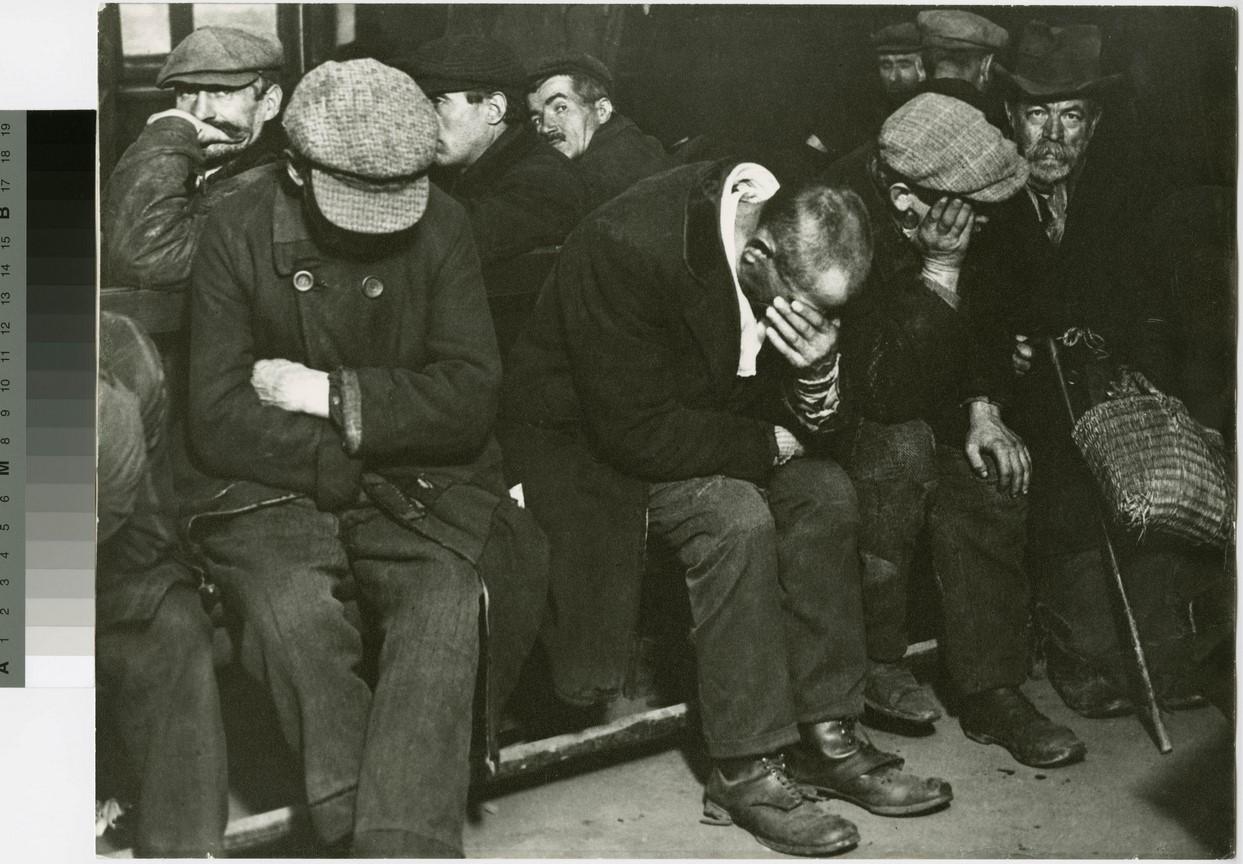 Fotó: Escher Károly: Éjjeli menedékhely, 1932 <br />HUNGART © 2020<br />A fotót a Magyar Fotográfiai Múzeum gyűjteményében őrzik.
